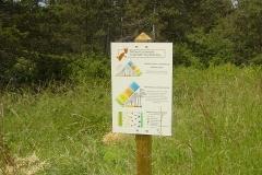 Panneau présentant les modalités expérimentales d'implantation des plants d'arbres et d'arbustes.