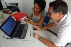 Marina et Jean-Noël découvrent le site Internet de Forestiers du Monde® et les projets de créations forestières biodiverses.