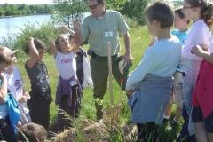 Etude botanique des plants. Création forestière pédagogique biodiverse d'Arnay le Duc. 13 mai 2011.