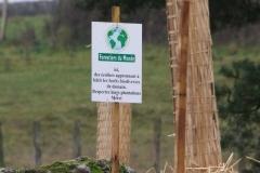 Signalétique de Forestiers du monde® conçue et généreusement offerte par la société XL Marquage. Création forestière pédagogique biodiverse d'Arnay le Duc. 25 novembre 2010.