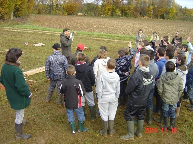 Le 18 novembre 2014, Bernard LECLERCQ accueille les collégiens. Création forestière pédagogique biodiverse de Saint Germain le Rocheux.