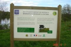 La signalétique pédagogique de la création forestière d'Arnay le duc installée le 3 avril 2012.