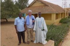 Bakara Koita à gauche et le maire de Keadi. Mission cigogne noire hivernage 2017-2018