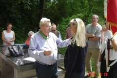 Sylvie JOUVENCEAU reçoit la croix de Chevalier de l'ordre du Mérite agricole des mains de M. Pierre GUEZ, Président de l'AMOMA 21
