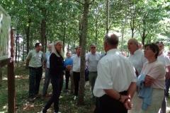 Sylvie JOUVENCEAU présente le projet de la reforestation pédagogique biodiverse de Premeaux-Prissey aux membres de l'AMOMA 21.
